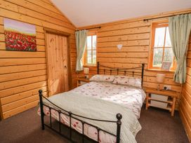 Caban Gwdihw ( Owl Cabin) - Mid Wales - 931452 - thumbnail photo 12