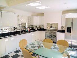 The Art Deco House - Anglesey - 932426 - thumbnail photo 4