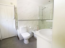 Miswells Cottages - Lake View - Kent & Sussex - 933423 - thumbnail photo 23