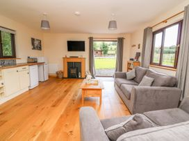 Cherry Tree Lodge - Mid Wales - 933626 - thumbnail photo 4