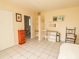 Ferry Lodge Cottage - County Clare - 933868 - thumbnail photo 11