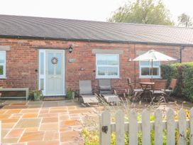 2 bedroom Cottage for rent in Stoke-on-Trent
