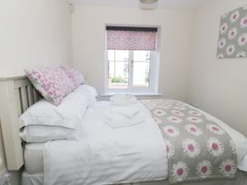Ocean View Apartment - North Wales - 934495 - thumbnail photo 9
