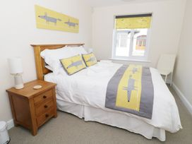 Ocean View Apartment - North Wales - 934495 - thumbnail photo 10