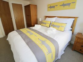 Ocean View Apartment - North Wales - 934495 - thumbnail photo 11