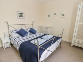 Harbour View Cottage - Whitby & North Yorkshire - 936101 - thumbnail photo 11