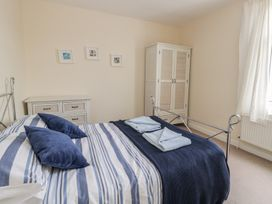 Harbour View Cottage - Whitby & North Yorkshire - 936101 - thumbnail photo 12