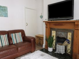 Harbour View Cottage - Whitby & North Yorkshire - 936101 - thumbnail photo 4