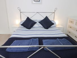 Harbour View Cottage - Whitby & North Yorkshire - 936101 - thumbnail photo 10