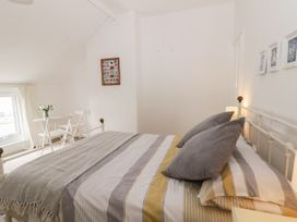 Harbour View Cottage - Whitby & North Yorkshire - 936101 - thumbnail photo 14
