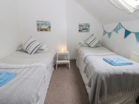 Harbour View Cottage - Whitby & North Yorkshire - 936101 - thumbnail photo 16