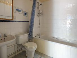24 Isallt Lodges - Anglesey - 936744 - thumbnail photo 14