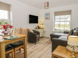 White Rose Apartment - Whitby & North Yorkshire - 936805 - thumbnail photo 4
