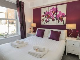 White Rose Apartment - Whitby & North Yorkshire - 936805 - thumbnail photo 9