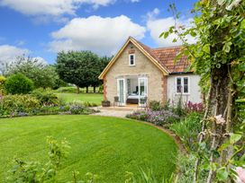 The Farm House - Somerset & Wiltshire - 937996 - thumbnail photo 2