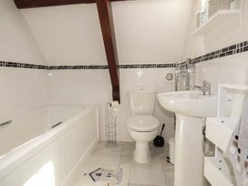 Sanctuary Cottage - Isle of Wight & Hampshire - 938079 - thumbnail photo 15