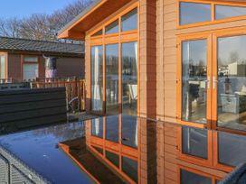 Shore Beats Work - Lake District - 938446 - thumbnail photo 1