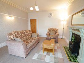 Garth House Apartment 2 - North Wales - 939441 - thumbnail photo 4