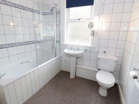 Garth House Apartment 2 - North Wales - 939441 - thumbnail photo 13