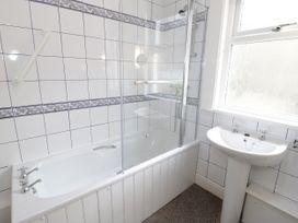 Garth House Apartment 2 - North Wales - 939441 - thumbnail photo 14