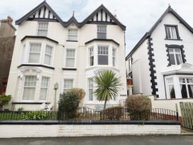 1 bedroom Cottage for rent in Llandudno