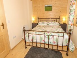 Chale Farm Lodge - Isle of Wight & Hampshire - 939717 - thumbnail photo 17