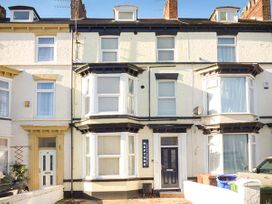 Flat 2 - Whitby & North Yorkshire - 942061 - thumbnail photo 1