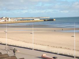 Flat 2 - Whitby & North Yorkshire - 942061 - thumbnail photo 8