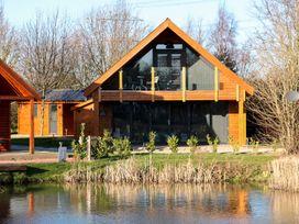 The Purple Piranha - Lincolnshire - 944831 - thumbnail photo 1