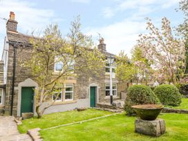 4 bedroom Cottage for rent in Saddleworth
