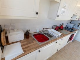 Apartment 1 Sneaton Hall - Whitby & North Yorkshire - 947678 - thumbnail photo 4