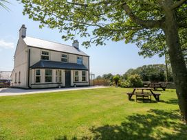 Glyn Ewryd - Anglesey - 949893 - thumbnail photo 2