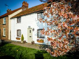 Clara's Cottage - North Yorkshire (incl. Whitby) - 950877 - thumbnail photo 1