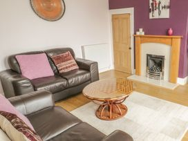Flat 2 - 9 Rhiw Bank Terrace - North Wales - 951157 - thumbnail photo 14