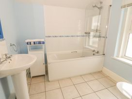Flat 2 - 9 Rhiw Bank Terrace - North Wales - 951157 - thumbnail photo 22
