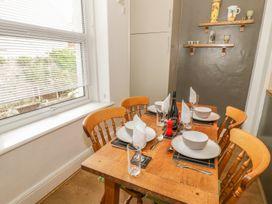 Flat 2 - 9 Rhiw Bank Terrace - North Wales - 951157 - thumbnail photo 10