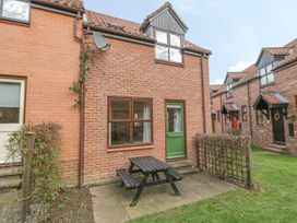 Waterside Cottage - Whitby & North Yorkshire - 951483 - thumbnail photo 12