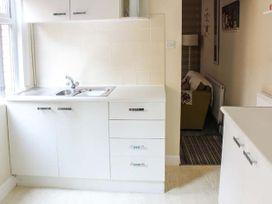 Sea Breeze Apartment - Norfolk - 953299 - thumbnail photo 5