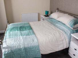 Sea Breeze Apartment - Norfolk - 953299 - thumbnail photo 8