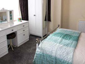 Sea Breeze Apartment - Norfolk - 953299 - thumbnail photo 9