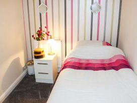 Sea Breeze Apartment - Norfolk - 953299 - thumbnail photo 10