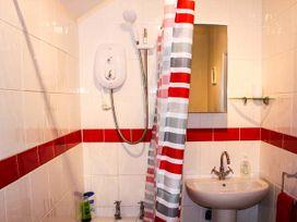 Sea Breeze Apartment - Norfolk - 953299 - thumbnail photo 11