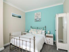 Sea Breeze Apartment - Norfolk - 953299 - thumbnail photo 13