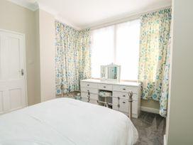 Sea Breeze Apartment - Norfolk - 953299 - thumbnail photo 14