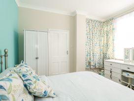 Sea Breeze Apartment - Norfolk - 953299 - thumbnail photo 15
