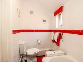 Sea Breeze Apartment - Norfolk - 953299 - thumbnail photo 18