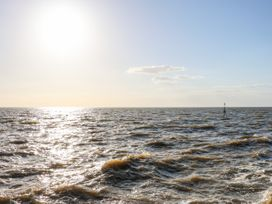 Sea Breeze Apartment - Norfolk - 953299 - thumbnail photo 22