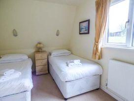 Lodge 22, Waterside Park, Cornwall - Cornwall - 954965 - thumbnail photo 8