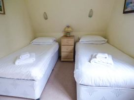 Lodge 22, Waterside Park, Cornwall - Cornwall - 954965 - thumbnail photo 9