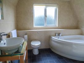 Lodge 22, Waterside Park, Cornwall - Cornwall - 954965 - thumbnail photo 11
